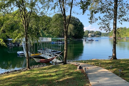 Beautiful Tims Ford lakefront home