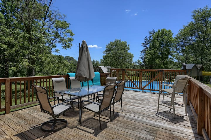 Grove Retreat - Prime Spot,Pool,Deck,Pond,Firepit