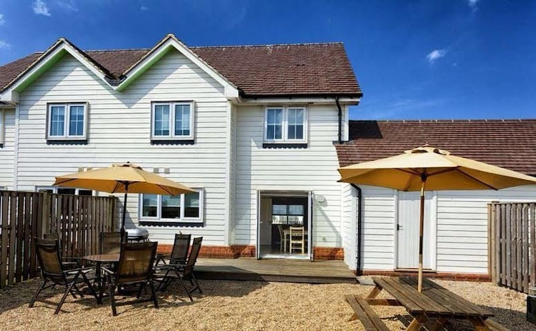 3 Bed Beach House, Sunny Enclosed Garden, Camber - Camber