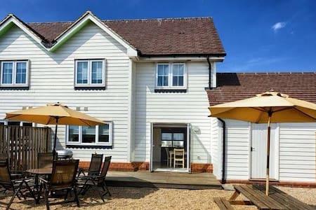 3 Bed Beach House, Sunny Enclosed Garden, Camber - Camber - House