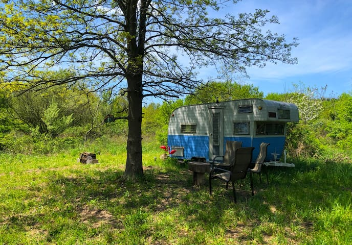 Retro Trailer Escape near Lake Michigan Beach's