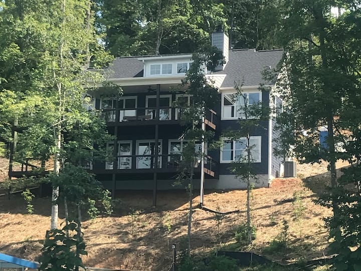 Luxury on the Lake! 5 bed/5.5 bath private dock