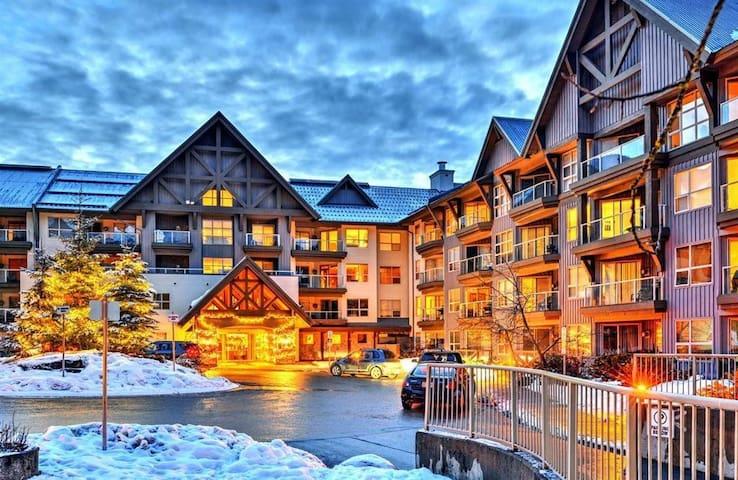 ㅤTrue Ski-in & out Aspens on Blackcomb