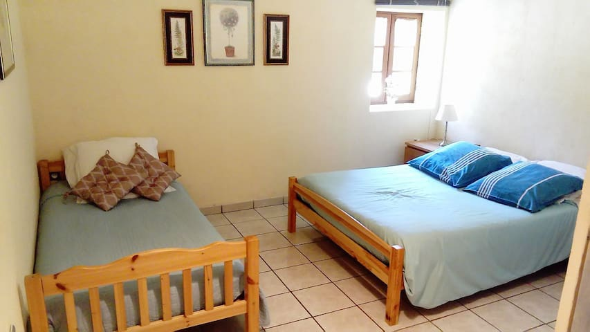 B&B Room for 3 guests, 5 min to Lascaux, Pool,Wifi - Montignac - Bed & Breakfast