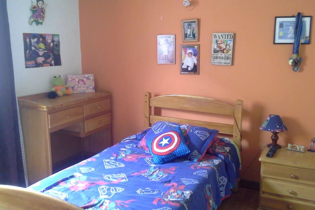 Arreglo de habitación (A) con una cama. Bedroom (A) with one bed.