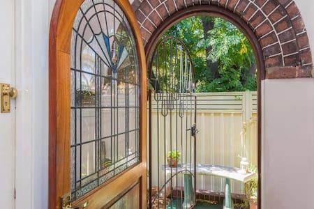 Charming Pet Friendly Cottage ~ Art Deco - Hus