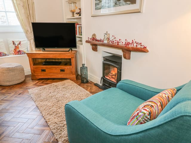 COSY COTTAGE, pet friendly in Kirkby Lonsdale, Ref 971918
