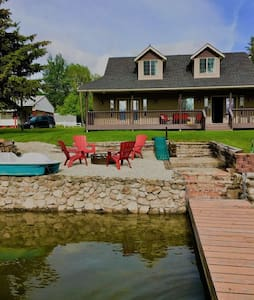 Beautiful Caribou Lake House with Private Dock