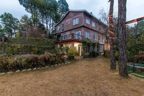 Private Villa @ Rajgarh w/ View+BBQ+Free BKFST