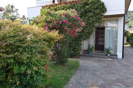 Casa degli oleandri