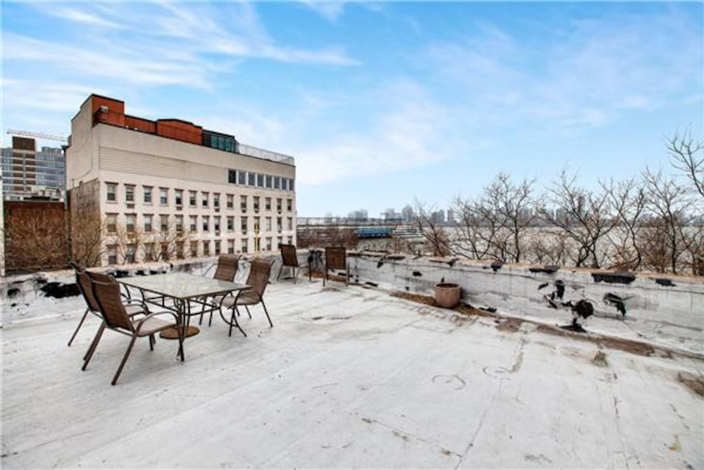 shared rooftop with other apts