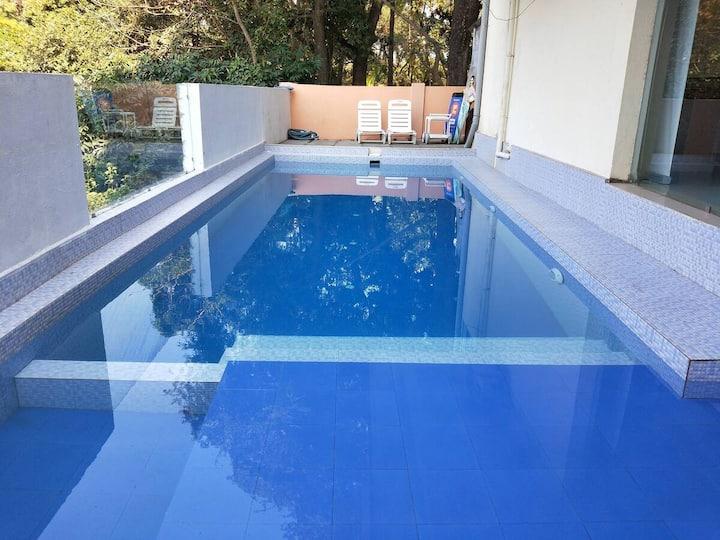 Candolim Beautiful 1 BHK Apartment with WiFi, Pool