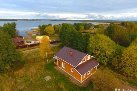 Дом на заливе с печкой и с чистым воздухом!