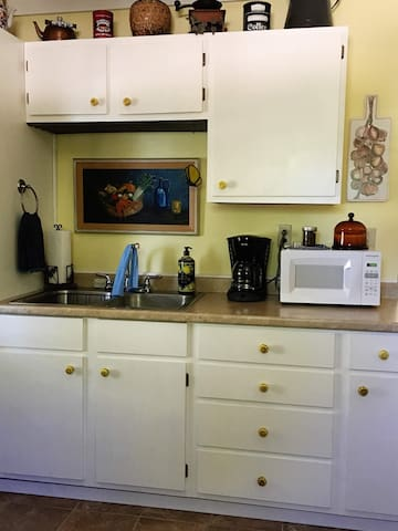 Kitchenette, small microwave, coffee pot