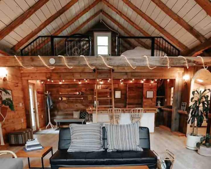 The Nook: Peaceful Retreat on the Lake w/Hot Tub!