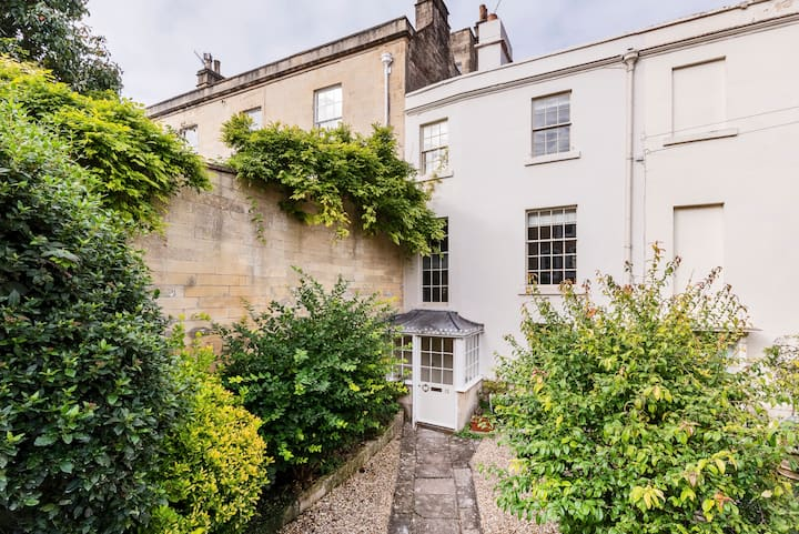 Hugo's Townhouse-Grade II listed with parking&gym