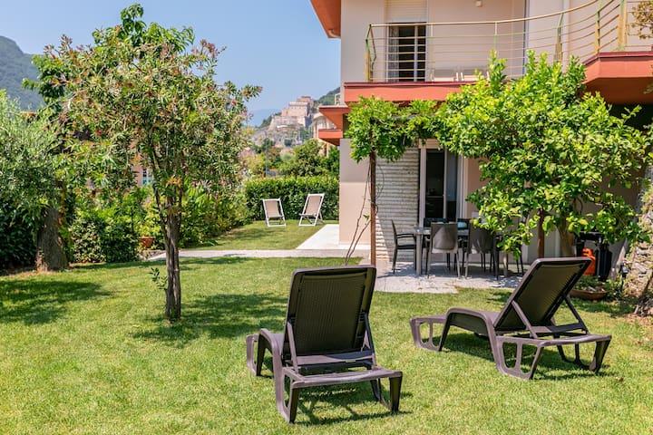 Villa Elena 2 - elegante casa con giardino