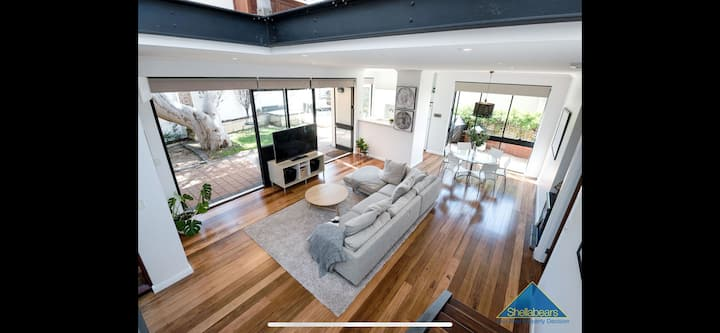 Light bright in great suburb close to best beaches
