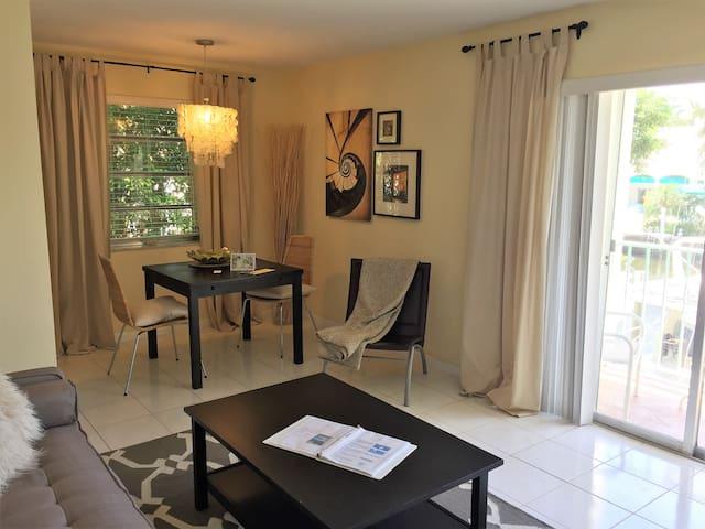 Belize - 1 Bedroom 1 Queen Bed Waterfront Apartment Las Olas Boulevard