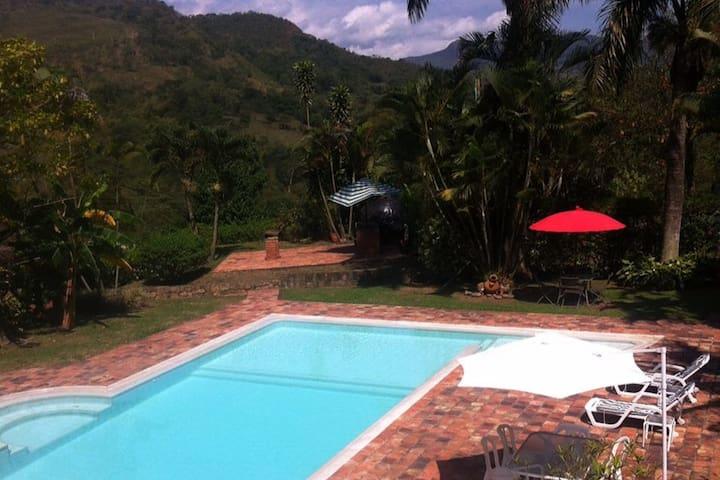Cómoda Finca privada con piscina a 1:15 de Bogotá - La Vega - Holiday home