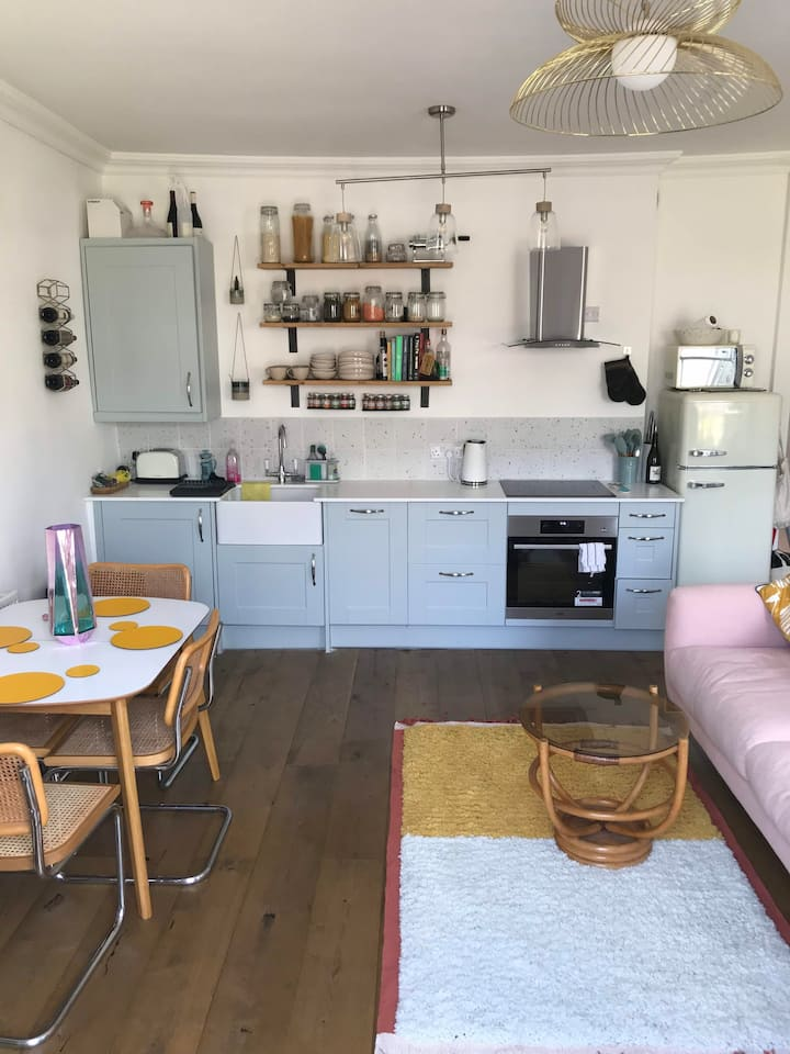 Bright Newly Renovated Flat with Huge Roof Terrace