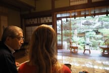 Relax in the Sake brewery owner's house with a green tea.
