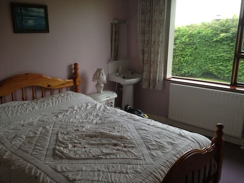 Bright Cosy and Comfortable Rooms,Breakfast Option