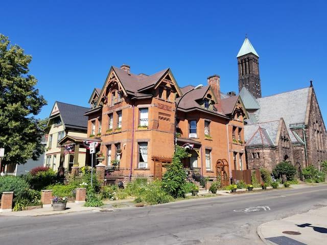 Buffalo Harmony House - whole house (5 bedrooms)+