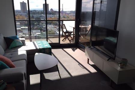 Modern Top Floor Apartment minutes from CBD - Richmond - Apartment