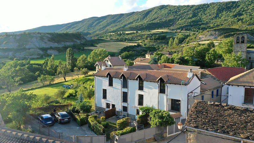 Casas  Pirineos ( Casa Verde) cerca de Jaca y Sabi