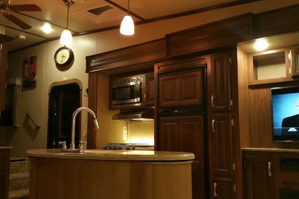 Beautiful kitchen lighting ☆
