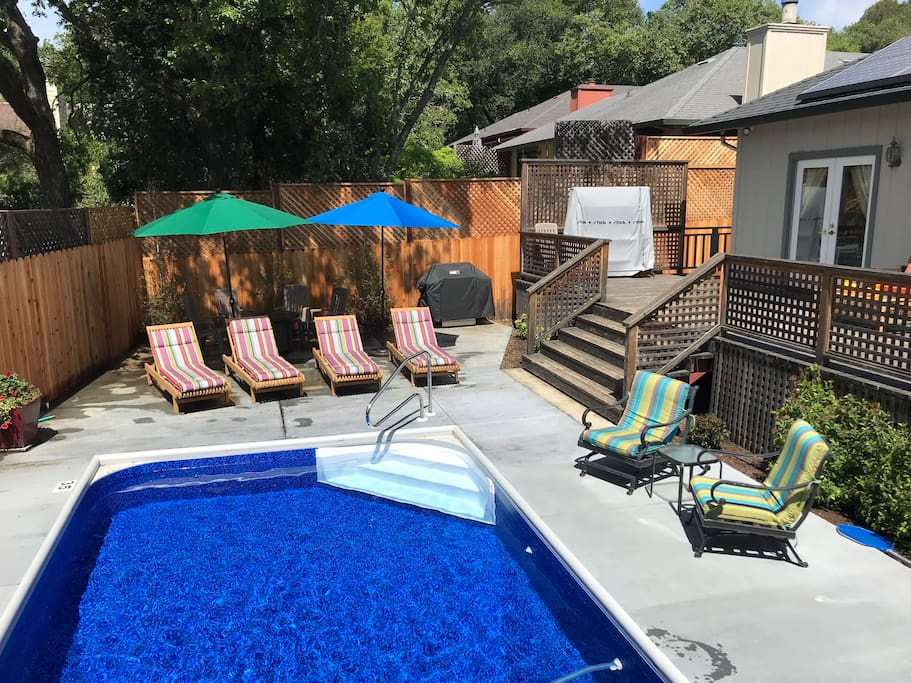 Teak wood loungers and poolside seating for 7
