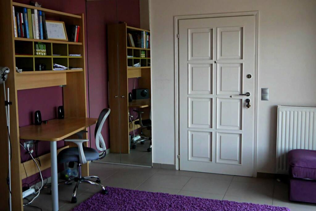 Είσοδος,Γραφείο /  Entrance,study area