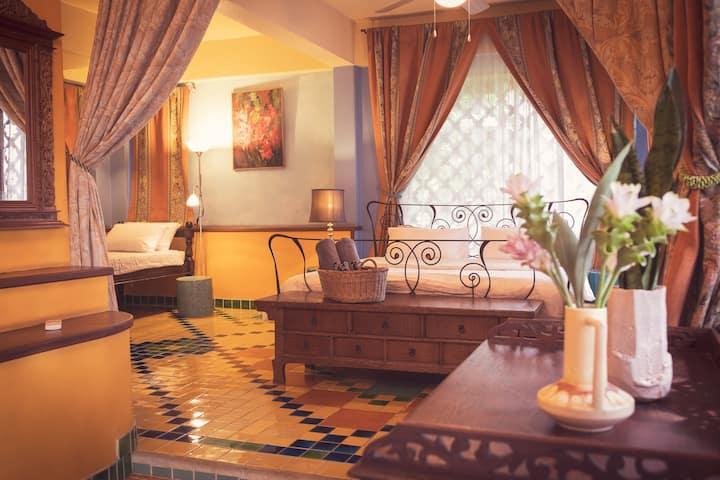 Ruang Tawan Hideaway, Casablanca