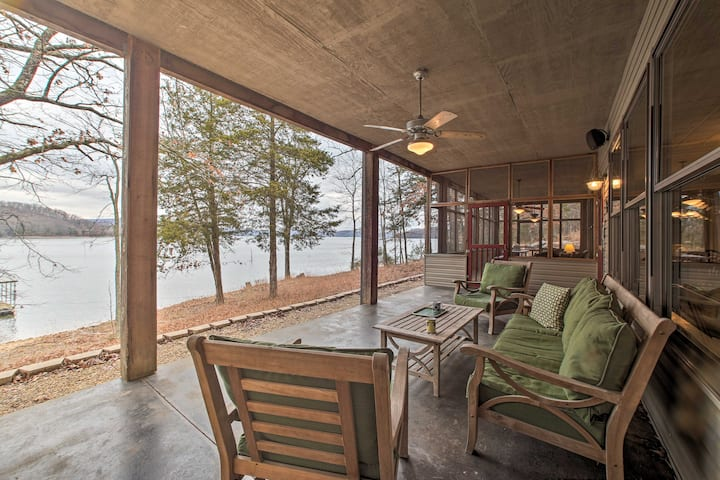 Family & Fisherman Friendly Home on Beaver Lake!