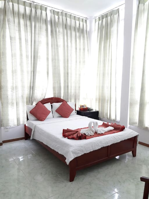 room for 2(1 bed): 300000vnd