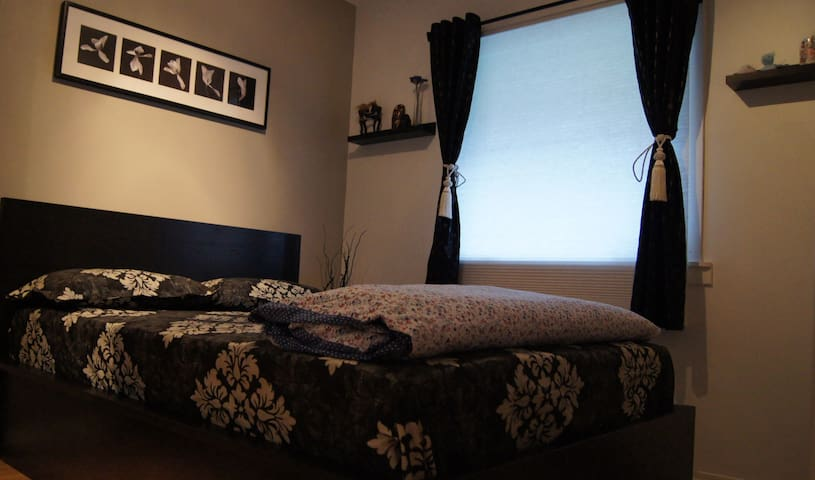 cozy bed room, close to bus stop and free parking - Bergen - Wohnung