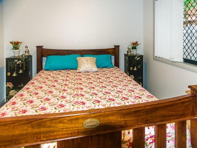 Modern 2 bedroom, fully equipped ground floor unit - Granville - Apartamento