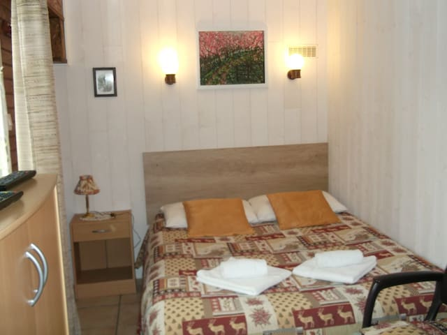 Studio, idéal pour amoureux, linge de lit fourni.