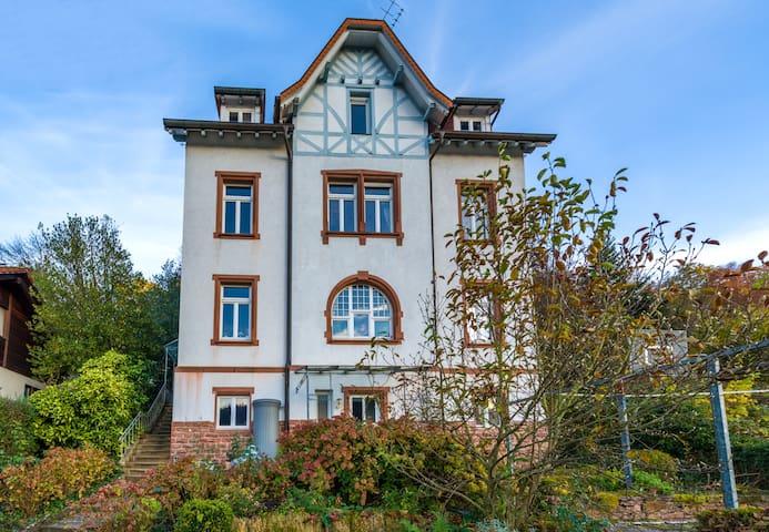 Doppelzimmer + eigenes Bad in alter Vorstadtvilla - Neckargemünd - Huis