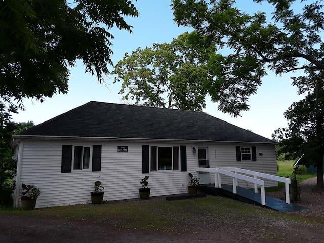 Garden Cottage-25 minutes to Niagara Falls!