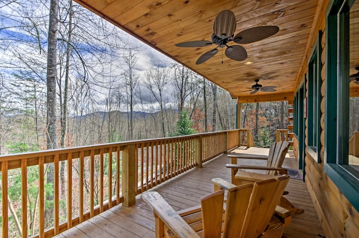 Cozy Bryson City Cabin - 2 Miles to Downtown!