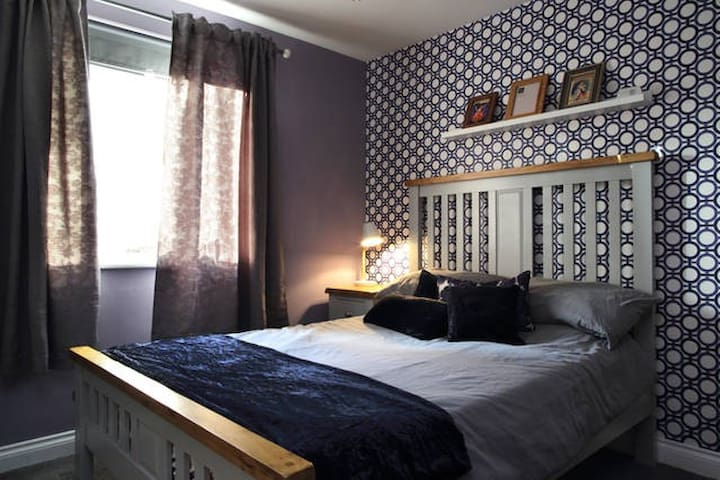 Double room with private bathroom/shower - inc gym - Edinburgh - Wohnung