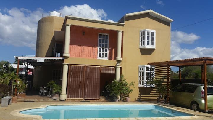 Krish Sunset Villa/ Apartment - Pool and Wifi