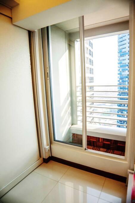 Wardrobe & balcony