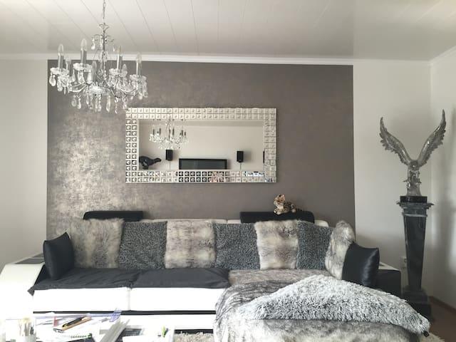 Zimmer mit (Winter)Garten, TV, Bad & Küchennutzung - Moers - Casa