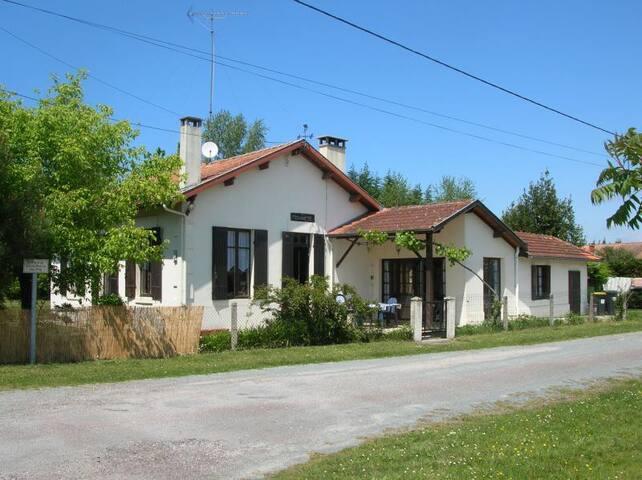 Maison spacieuse au calme, elle s'appelle Mohinète - Hourtin - Дом
