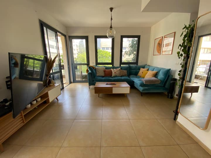A beautiful, spacious apartment, Montifiore TLV