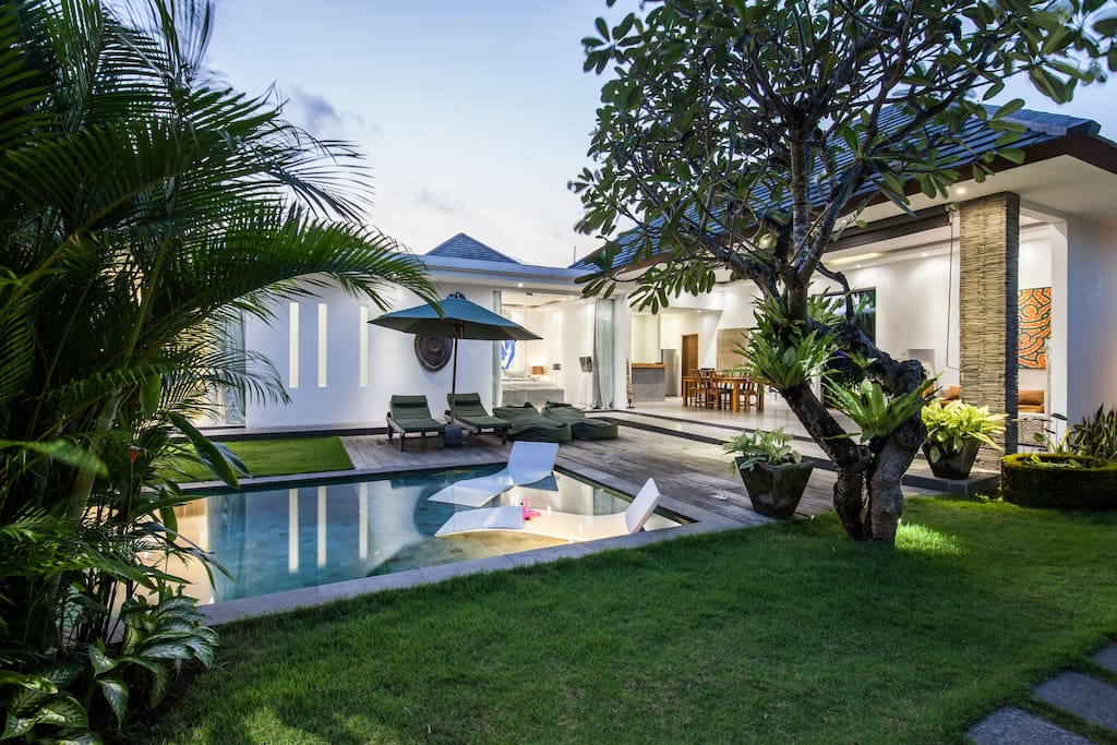 The amazing luxurious Villa Cempaka Ungu and its 3 bedrooms, spacious open living with fully equipped kitchen, and private pool. Minutes away from the busy streets of Seminyak.