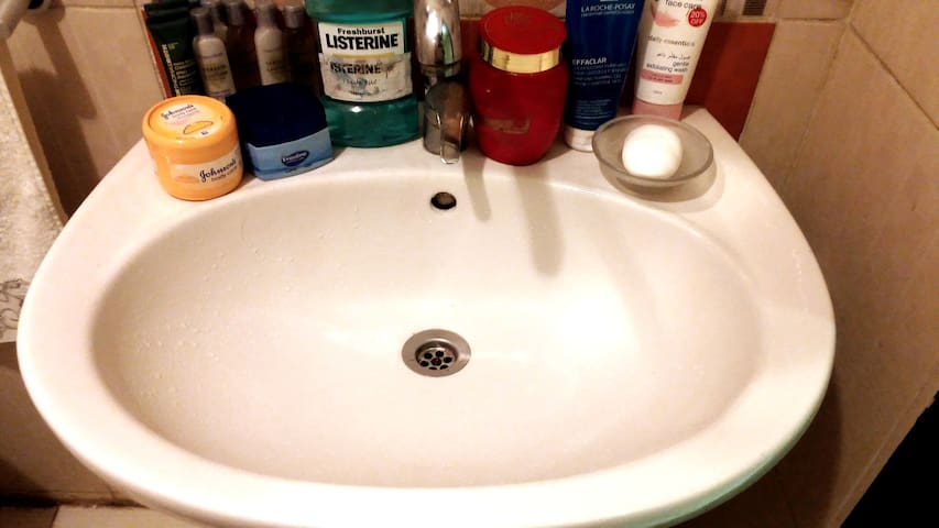 * wide tub   * Fresh Water  * Warm, Hot and cold   * Non Follow strong Water